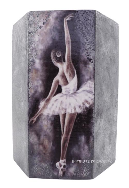 Suport pixuri balerina pe fond gri
