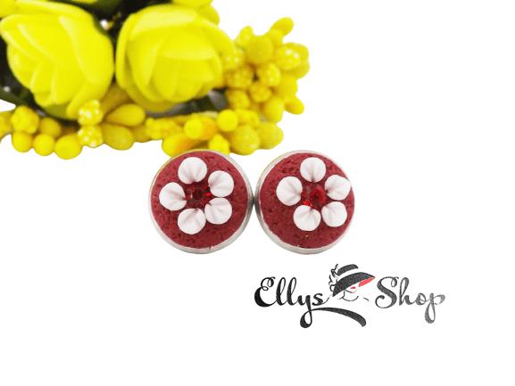 Cercei handmade grena cu flori albe si strasuri rosii din inox