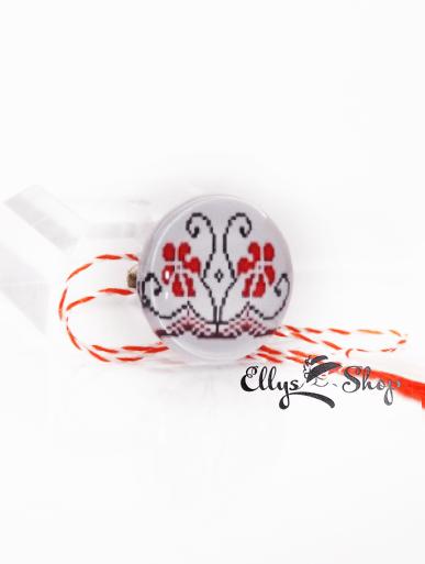 Brosa martisor motiv traditional tesatura flori rosii