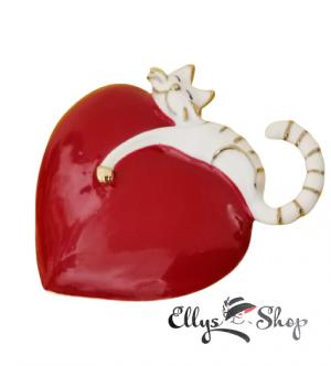 Brosa pisica alba pe inima