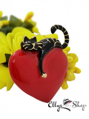 Brosa pisica neagra pe inima