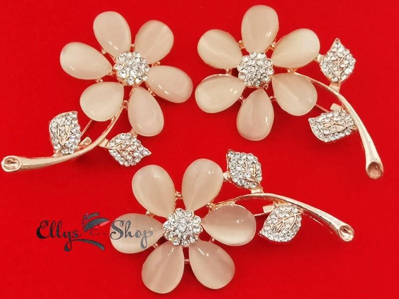 Brose elegante flori si strasuri albe cu ochi de pisica crem