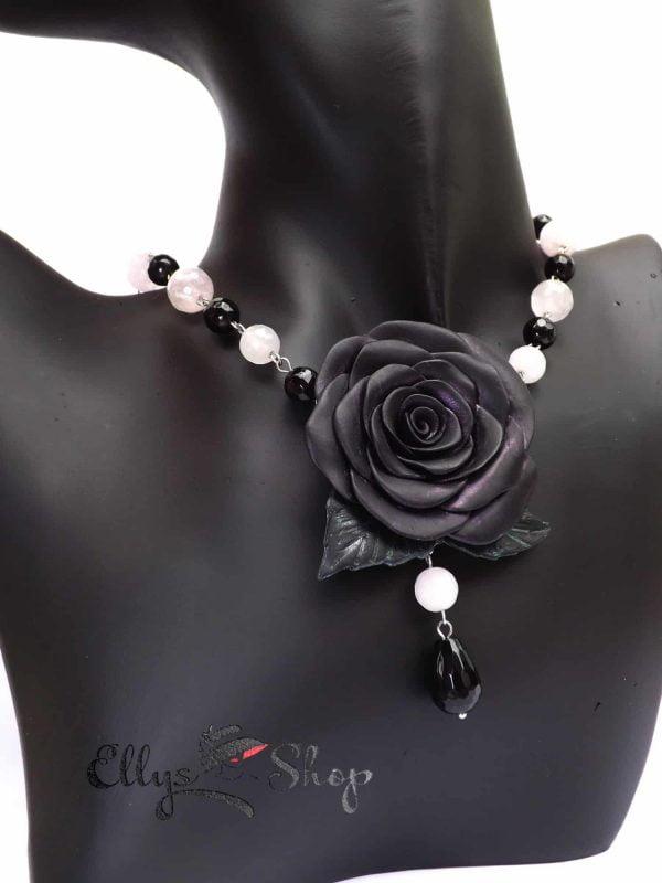 Colier handmade unicat trandafir negru