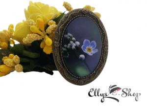 Brosa handmade cu imagine flori albastre