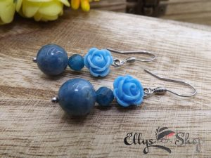 Cercei pietre semipretioase apatit si trandafiri albastri