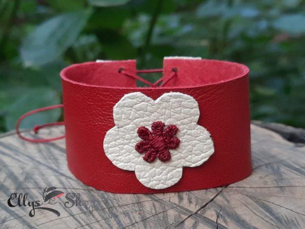 Bratara lata din piele naturala rosie cu floare crem