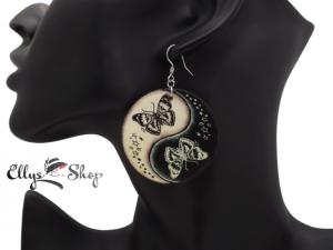 Cercei mari rotunzi din lemn decorati model fluturi yin yang