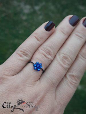 Inel snur reglabil si floare din margelute albastre