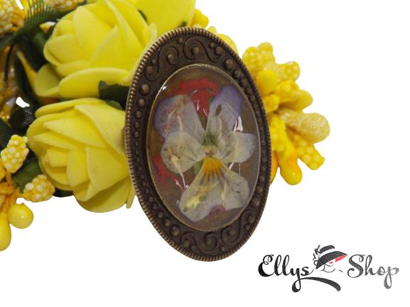 Inel handmade mare cu floare naturala panseluta